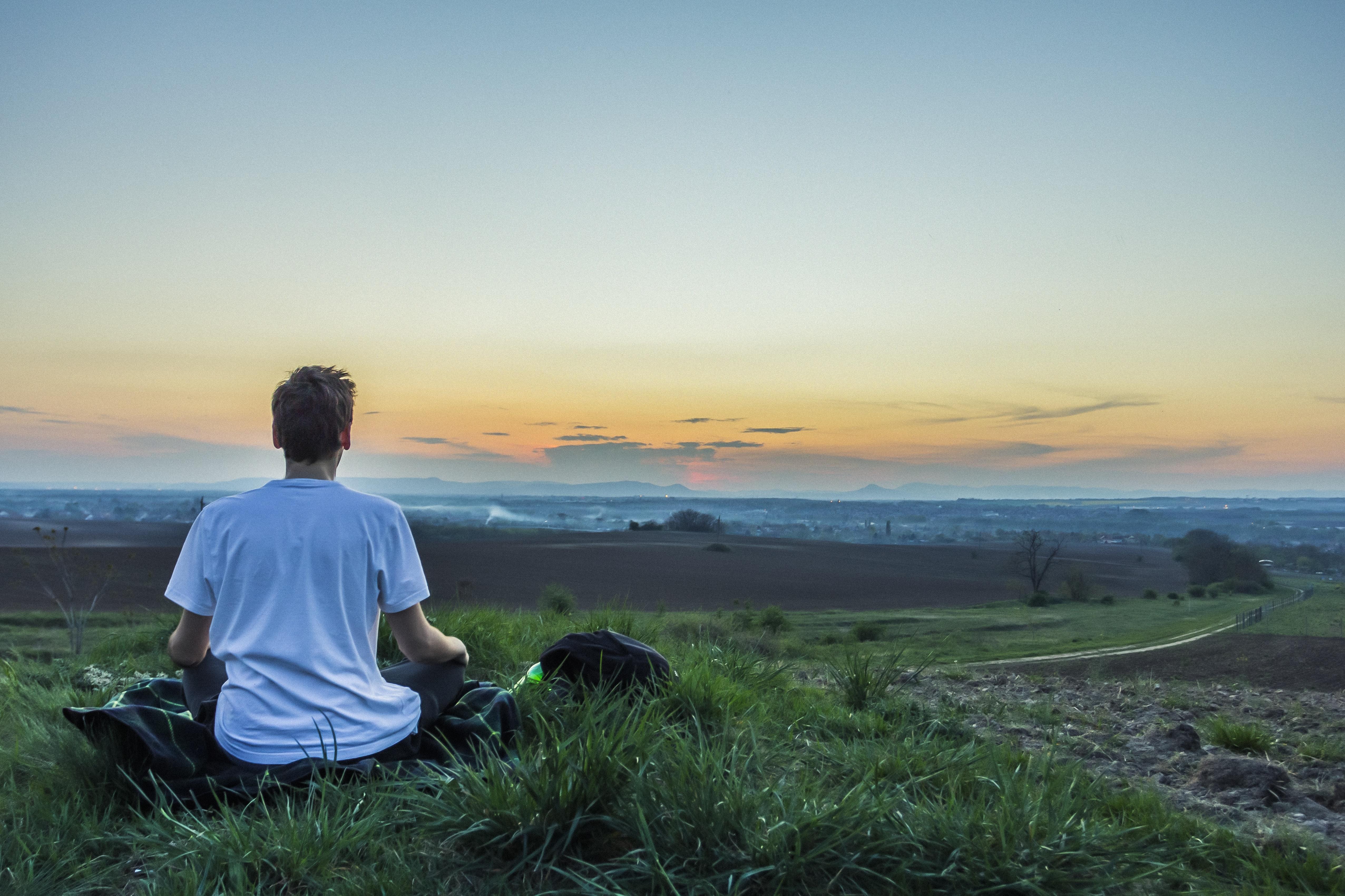 La sophrologie une aide pour vous rendre heureux au travail